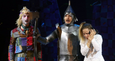 Critique of the play OZ